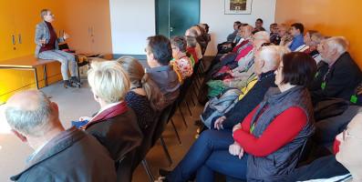 Sabine Dittmar im Gespräch mit den Besuchern