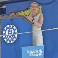 Sabine Dittmar bei ersten Spatenstich THW Bad Kissingen 07/2017